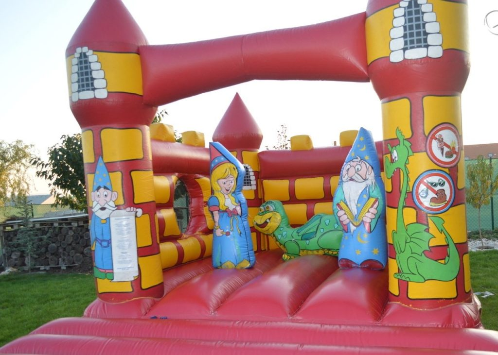Skákací hrad - zábava na svatbu