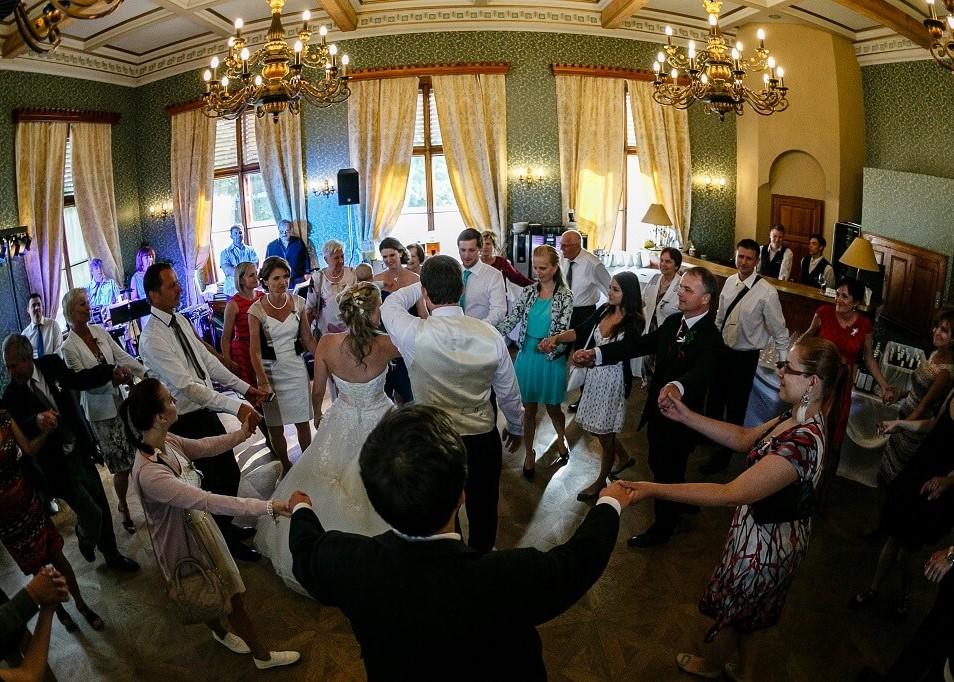 Tanec svatebčanů - zábava na svatbu